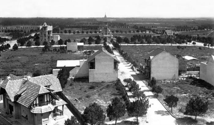 Vista del barrio e Iglesia Stella Maris desde el Hotel Carrasco. Año 1919.