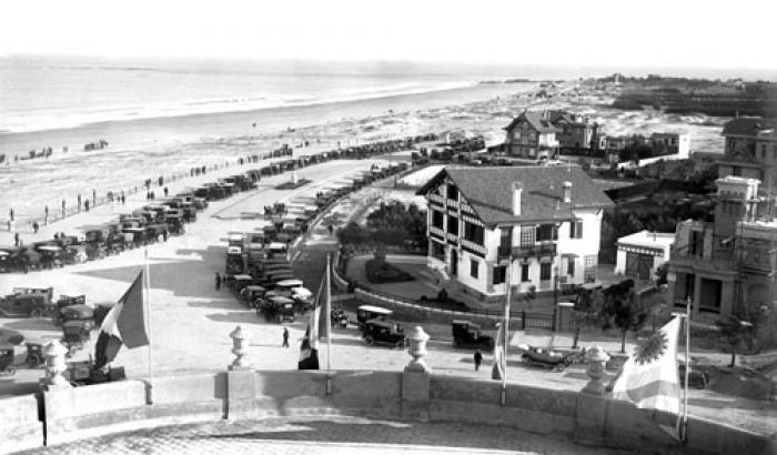 Vista del barrio y la playa hacia el oeste desde el Hotel Carrasco. Año 1919. (F