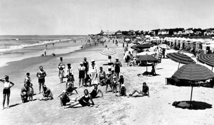 Playa Carrasco. Año 1936. (Foto 6643 FMH.CMDF.IMM.UY)