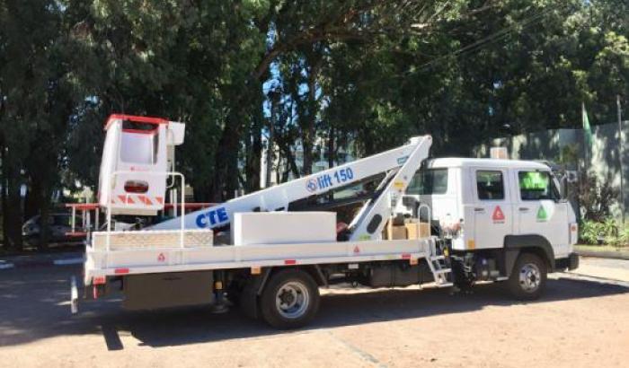 Incorporamos camión con barquilla para obras de Alumbrado