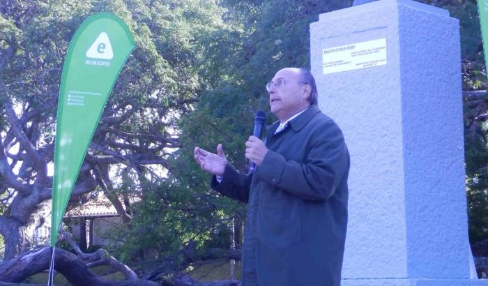 Alcalde Platero en Plaza Fabini
