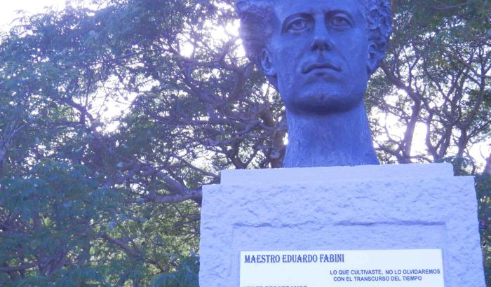 Busto en homenaje a Fabinni