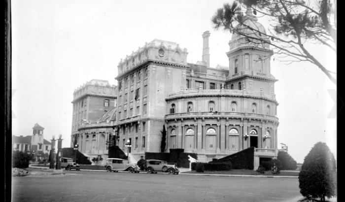 Hotel Carrasco, 1920, imagen del archivo del Centro de Fotografía de Montevideo.