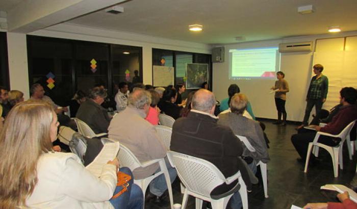 Vecinos/as y autoridades en el 2º Encuentro sobre higiene ambiental
