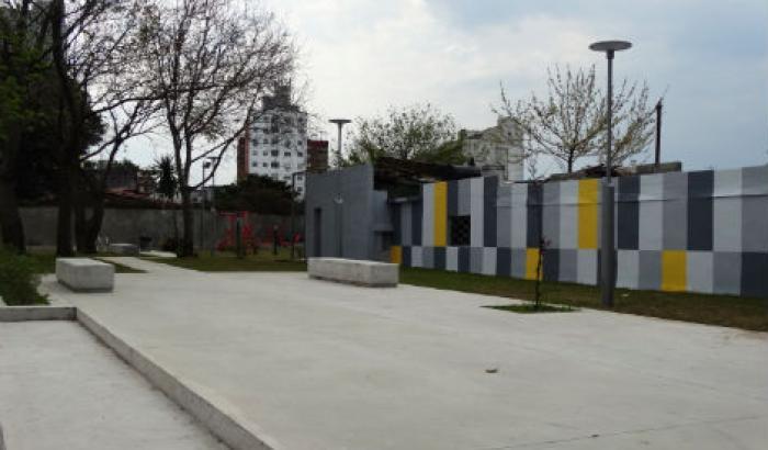 Plaza en Bv. Batlle y Ordóñez esq. Cabrera